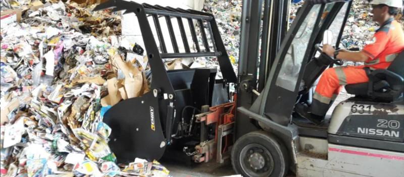Xe nâng kẹp phế liệu 1 Giải pháp cho nghành tái chế